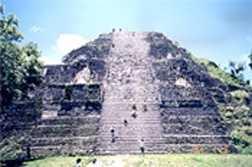 Tikal-Observatory2.jpg (7949 bytes)